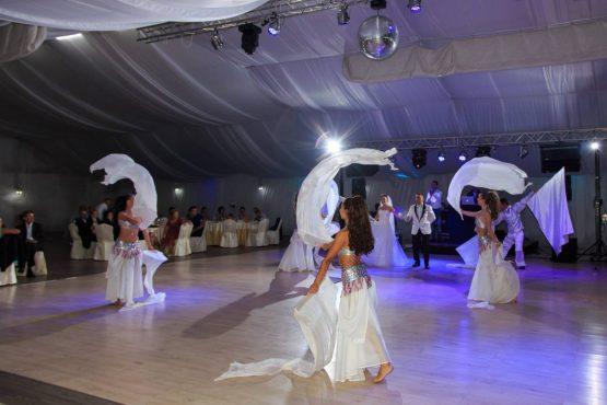 Cursuri de dans nunta trend sau nu, au devenit foarte populare în rândul viitorilor soți, datorită faptului că în ultimii ani, dansul mirilor a ajuns să fie momentul central al întregului eveniment.
