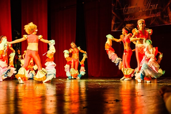 Dans din buric oriental